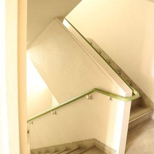 駒込コーポラス(4階,4399万円)のフロア廊下(エレベーター降りてからお部屋まで)
