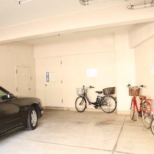 駒込コーポラスの駐車場