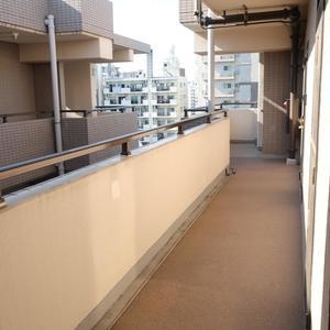 ムサシノコート浅草橋(10階,3599万円)のフロア廊下(エレベーター降りてからお部屋まで)