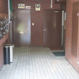 柳橋リバーサイドマンションの共用ロビー