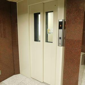 プチモンド目白のエレベーターホール、エレベーター内