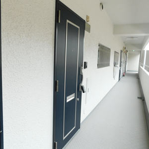 プチモンド目白(4階,4299万円)のフロア廊下(エレベーター降りてからお部屋まで)