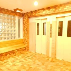 ソフトタウン池袋のエレベーターホール、エレベーター内