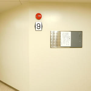 ソフトタウン池袋(9階,3180万円)のフロア廊下(エレベーター降りてからお部屋まで)