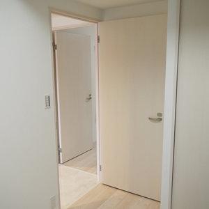グランシティ天王洲アイル(5階,6280万円)の洋室(2)