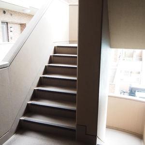 グランシティ天王洲アイル(5階,6280万円)のフロア廊下(エレベーター降りてからお部屋まで)
