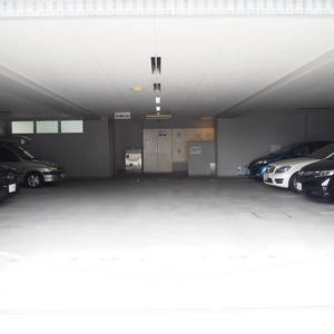 スカイクレストビュー芝浦の駐車場