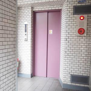 ローレルプラザ田町のエレベーターホール、エレベーター内