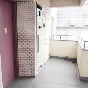 ローレルプラザ田町(8階,3680万円)のフロア廊下(エレベーター降りてからお部屋まで)