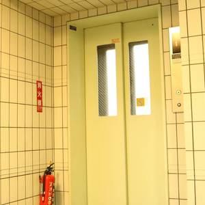 パラスト白山のエレベーターホール、エレベーター内