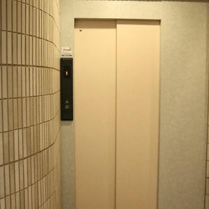 ドリーム小石川のエレベーターホール、エレベーター内