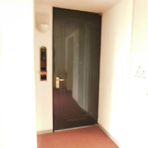 パークコート中落合(2階,7990万円)のフロア廊下(エレベーター降りてからお部屋まで)
