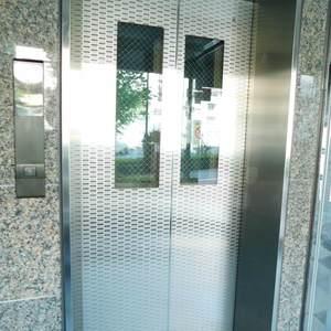 池袋西アムフラットのエレベーターホール、エレベーター内