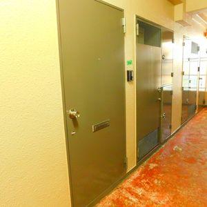池袋ウエストハイツ(1階,)のフロア廊下(エレベーター降りてからお部屋まで)