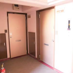 住建第6ハイプレース(3階,)のフロア廊下(エレベーター降りてからお部屋まで)
