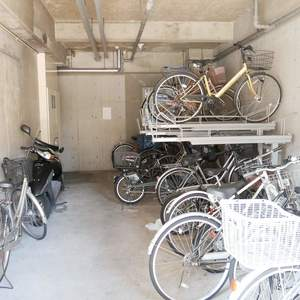 モナークキャッスル両国の駐輪場