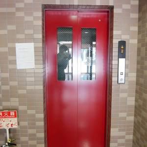 モナークキャッスル両国のエレベーターホール、エレベーター内