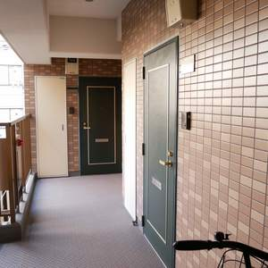モナークキャッスル両国(3階,4780万円)のフロア廊下(エレベーター降りてからお部屋まで)