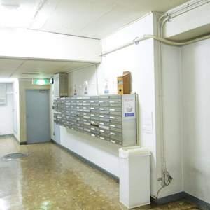 中野住研コーポのマンションの入口・エントランス