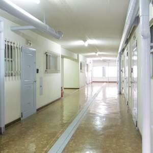 中野住研コーポ(3階,2499万円)のフロア廊下(エレベーター降りてからお部屋まで)