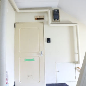 春日タウンホーム(5階,2999万円)のフロア廊下(エレベーター降りてからお部屋まで)