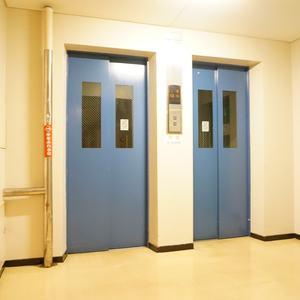 シャトレ市ヶ谷のエレベーターホール、エレベーター内