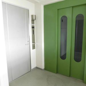 イトーピアアルファシティ池袋(11階,3580万円)のフロア廊下(エレベーター降りてからお部屋まで)