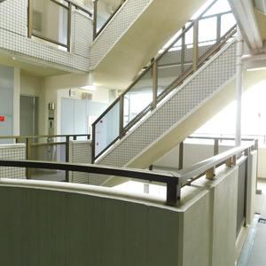 イトーピアアルファシティ池袋のエレベーターホール、エレベーター内