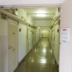 鍋屋横丁住宅(5階,)のフロア廊下(エレベーター降りてからお部屋まで)