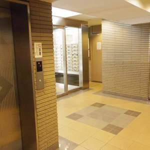 朝日マンション新中野のエレベーターホール、エレベーター内