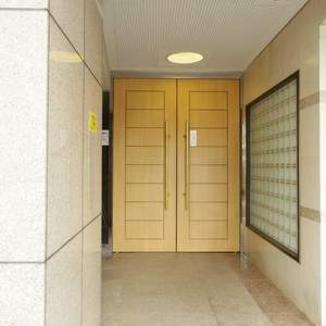 モナーク新中野ステーションプラザのマンションの入口・エントランス