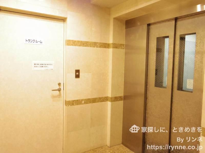 モナーク新中野ステーションプラザのエレベーターホール、エレベーター内1枚目