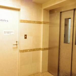 モナーク新中野ステーションプラザのエレベーターホール、エレベーター内