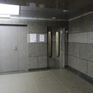 シーアイマンション新中野のエレベーターホール、エレベーター内