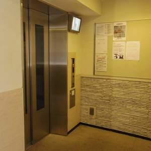 日神デュオステージ新中野のエレベーターホール、エレベーター内