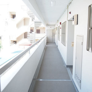 参宮橋コーポラス(2階,)のフロア廊下(エレベーター降りてからお部屋まで)