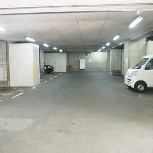 ハイネスロフティの駐車場