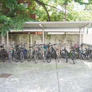 メゾンドール代々木の駐輪場