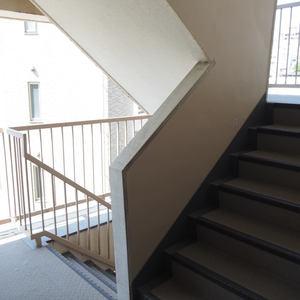 メゾンドール代々木(4階,4099万円)のフロア廊下(エレベーター降りてからお部屋まで)