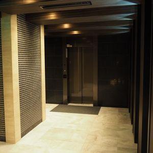 ヴァントヌーベル代々木のエレベーターホール、エレベーター内