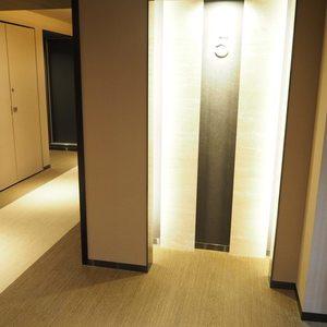 ヴァントヌーベル代々木(5階,7480万円)のフロア廊下(エレベーター降りてからお部屋まで)