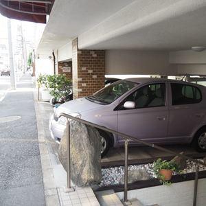 第15宮庭マンションの駐車場