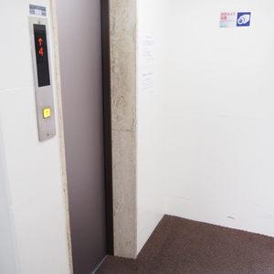 第15宮庭マンションのエレベーターホール、エレベーター内