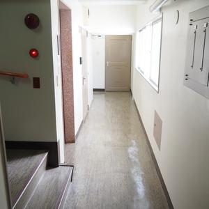 第15宮庭マンション(5階,)のフロア廊下(エレベーター降りてからお部屋まで)