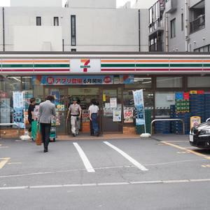 第15宮庭マンションの周辺の食品スーパー、コンビニなどのお買い物