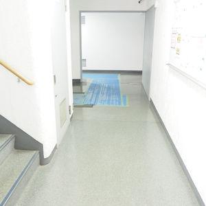 秀和第2神宮レジデンスのエレベーターホール、エレベーター内
