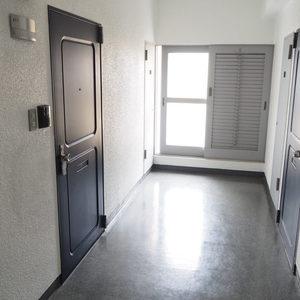 秀和第2神宮レジデンス(4階,3480万円)のフロア廊下(エレベーター降りてからお部屋まで)