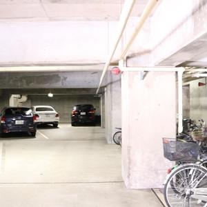 春日ビューハイツの駐車場