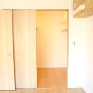 朝日小日向マンション(5階,)のウォークインクローゼット