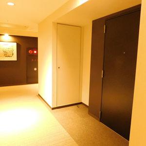 ブランシエラおとめ山公園(3階,)のフロア廊下(エレベーター降りてからお部屋まで)